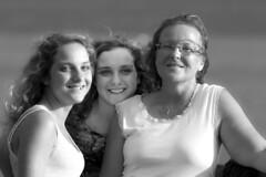 les trois graces (d.calabrese71) Tags: femmes beaut belles nb women girls portrait smile trois graces