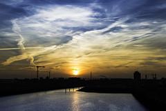 Sonnenaufgang in der Hafencity (timo_holinka) Tags: hamburg hafencity moinmoin nikon d3200 stativrollei morning sonnenaufgang elbe