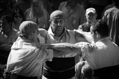 Maxima concentracio. (JM_76) Tags: bw white black blanco lumix negro catalonia bn panasonic catalunya castellers blanc negre tarragona 2012 tradici castells blackwhitephotos fz100 lumixfz100
