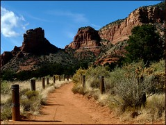 Red Rock Country (Oh Kaye) Tags: arizona vanishingpoint path sedona bellrock converginglines tp350