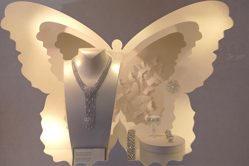 Vitrines Van Cleef & Arpels par Mademoiselle Scarlett et Stéphanie Moisan- Paris, septembre 2012