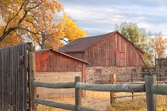 Barnsyard after dawn (Rocky Pix) Tags: sky mountain clouds barn rockies colorado pix open space rocky boulder handheld greenbelt homestead nikkor 58mm f8 rockypix normalzoom 150thsec wmichelkiteley 2470mmf28f28g barnsyardatdawn