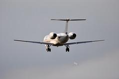 [16:37] 'BD1PK' (BA8109) MAN-LHR. (A380spotter) Tags: london heathrow landing finals ba arrival approach bd britishairways lhr bma 145 baw threshold bmi bmr egll erj145 britishmidlandinternational 145ep grjxi 27l bmiregional runway27l shortfinals manlhr bd1pk embraersa ba8109 embraerempresabrasileiradeaeronauticasa