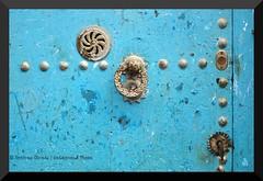 Entrare a Chouen - To enter in Chouen - Ingresar en Chouen (Dedalomouse Photos) Tags: door blue azul puerta key porta azzurro llave chefchouen maniglia chiave chouen borchie