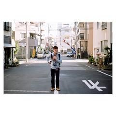 歪歪扭扭 (Kerb 汪) Tags: k japan tokyo december 日本 nippon 東京 analogue persons kerb 2011 bymarc 201112 kerbwang negative02319a