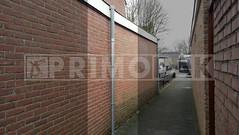 Dakdekker: Dak van garage voorzien van extra stadsuitloop/afvoer i.v.m. veel water op het dak. In de poort tegen vandalisme een stalen Loro HWA regenpijp gemonteerd, aansluiting naar afvoer gemaakt van Dyka PVC