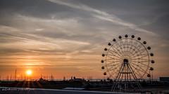 La ruota e l'alba - the wheel and the dawn (antoninao) Tags: ruotapanoramica alba sole luci lungomare gira alta raggi controluce pescara albapescara canon 5dmarkiii antonina orlando