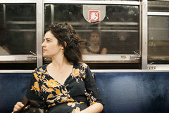 En el subte (Laura Febr Diciena) Tags: subte metro subway underground buenos aires buenosaires argentina portrait retrato girl chica dress vestido reflejo cristal ventana window glass reflection colorful street streetphotography candid nikon nikond3000 d3000 35mm