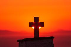 The Power of Light (a.sekkas) Tags: nikon d5300 tamronaf70300mm456dispvcusd asekkas greece sonnenunterang sunset holyrood kreuz andros sonne kapelle chapel flickrtravelaward nikonflickraward
