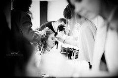 Joanna (Franck Tourneret) Tags: show wedding bw me self 50mm mirror nikon bokeh moi nb salon mariage backstage miroir hairstyle preparations coiffure coulisse prparatifs d700