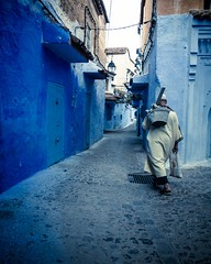 Les gens vaillants (cafard cosmique) Tags: africa mountain photography photo foto image northafrica morocco maroc chaouen chefchaouen marruecos marokko rif marrocos afrique chefchouen xaouen chouen afriquedunord    bluetowncity