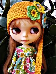 Miranda con flores