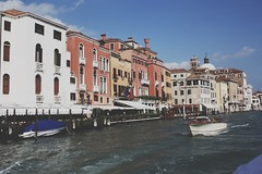 (franclbb) Tags: travel blue venice sea sky italy colour building travelling water architecture buildings cores veneza boats boat arquitectura europa europe italia waves colours traveling veneto arquitechture vsco vscocam