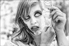 espejito espejito (packer105) Tags: portrait bw mirror monocromo eyes hands buenosaires retrato manos bn ojos espejo zombiewalk packer105 lacaradelosotros
