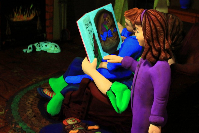 Rock City's Fairyland Caverns: Mother Reading to Children