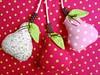 Pêras para móbile. (Dolce Panno) Tags: frutas de patchwork decoração maçã tecido móbile pêra frutasdetecido frutasdepatchwork dolcepanno cristinaragazini