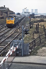 47440, Bloxwich, April 1984 (David Rostance) Tags: powerstation walsall coolingtowers class47 bloxwich 47440 birchills