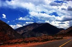 Cruzando la Cordillera de los Andes . (-Ana Lía-) Tags: chile naturaleza nature argentina nikon flickr amanecer mendoza nubes amistad montañas nwn fotografía cordilleradelosandes aprehendiz rememberthatmomentlevel1 analíalarroudé