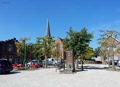 De Grote-, of Sint Nicolaaskerk in Benschop-Dorp (bcbvisser13) Tags: bomen waterpomp plein autos kerk nederlandshervormd dorp benschop gemlopik provutrecht nederland eu