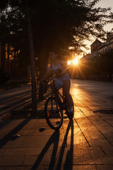 En bici por Sevilla... (Explored 05/09/2016) (protsalke) Tags: sevilla sunset beautiful light bicycle colors shadows city urban nikon cityscape downtown street people biking tourist andalucia moments