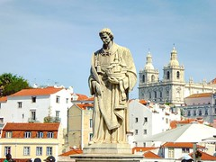 The statue of St. Vincent, #Lisbon 's patron saint is located at one of the most famous view of the city - Portas do Sol #portugal #portugal (elmalquerido.mexico) Tags: instagram asia south east travel