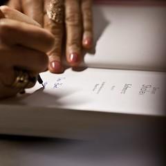 Bevor wir in der kommenden Woche das Programm fr #litmuc16 verknden, wollen wir auf Hhepunkte des vergangenen Jahres #litmuc15 zurckzublicken: Unter den geladenen Autoren war auch die israelische Schriftstellerin Zeruya Shalev. Sie stellte bei der Bc (litmuc) Tags: bevor wir der kommenden woche das programm fr litmuc16 verknden wollen auf hhepunkte des vergangenen jahres litmuc15 zurckzublicken unter den geladenen autoren war auch die israelische schriftstellerin zeruya shalev sie stellte bei bcherschau im gasteig ihr aktuelles buch schmerz vor und nahm sich anschluss zeit exemplare besucher zu signieren novel schmerz books bookstagram zeruyashalev berlinverlag foto juliana krohn httpswwwinstagramcompbkmutmjqg7 litmuc13