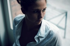 Carolina (Be ppe) Tags: woman girl cool mood glass femme modella portraitcolorhead