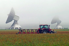 Zweierlei Technik - Two kinds of technology (dorena-wm (>3,4 Mio views, > 3.000 followers)) Tags: red oktober mist tractor rot field fog landscape traktor nebel feld landschaft antenne plough antenna 2012 raisting pflug telekommunikatio