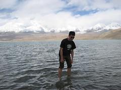 Me in Karakal lake in Xinjiang, China (mbphillips) Tags: xinjiang 新疆 中国 west 中國 شىنجاڭ fareast asia アジア 아시아 亚洲 亞洲 china 중국 mbphillips canonixus400 lake 호수 湖 lago geotagged photojournalism photojournalist travel