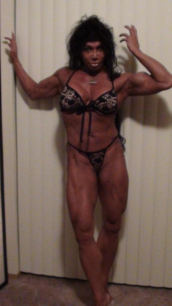 Flexible italian dancer cums from doublepenetration