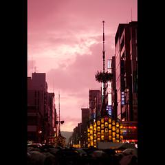 (Masahiro Makino) Tags: festival japan photoshop canon paper eos kyoto kiss dusk adobe   lantern f18 float lightroom x3 gionmatsuri   ef50mm    20100715184024canoneoskissx3ls640p