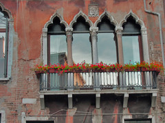 Venitian terrace (Jwaan) Tags: flowers venice red vacation italy reflection mediterranean terrace gothic tourist veranda porch venetian med
