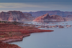 Wahweap marina #2 @ Lake powell (Marcel Tuit) Tags: travel sunset arizona usa lake holland me water marina canon landscape eos vakantie utah zonsondergang meer dusk nederland thenetherlands reis page 7d bluehour lakepowell landschap glencanyon reizen roundtrip nationalrecreationarea wahweap rondreis artificiallake marceltuit usa2012 vakantie2012 kunstmatigmeer marcelenmarcha