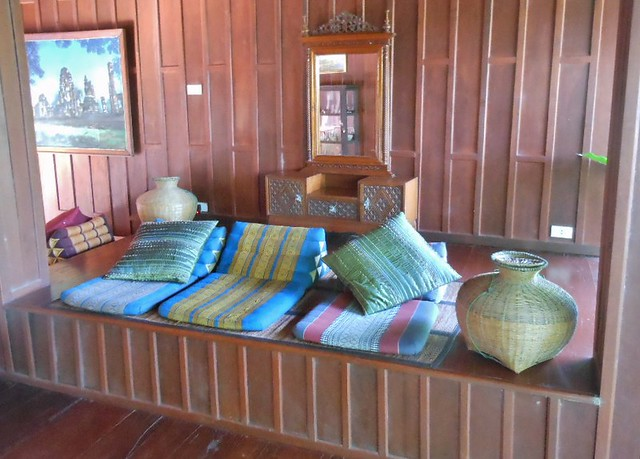 トラックのベッドにおすすめの内装・窓の外し方・暑いのか・構造