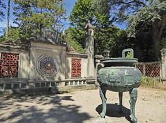 2016.08.14.014 PARIS - Jardin tropical, l'esplanade de Dinh (Vietnam) (alainmichot93 (Bonjour  tous)) Tags: 2016 france ledefrance seine paris boisdevincennes jardintropical parc jardin lesplanadededinh vietnam hu urnefunraire