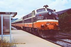 PAT 6691, Port Vue, PA. 8-11-1986 (jackdk) Tags: train railroad railway locomotive emd emdf7 emdf7a f7 f7a coveredwagon portvue portvuepa portview portviewpa trainstation trainshed stationshed csx csxpittsburghsub csxkeystonesub pittsburghsub keystonesub ple