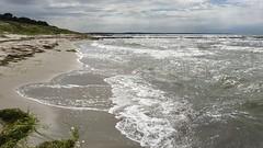 Strand, dunkle Wolken und Sonnenschein (hellrac3r) Tags: rgen ostsee germany balticsea