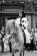 Exaltacin (danizamo) Tags: bw espaa byn blancoynegro canon caballos zaragoza animales semanasanta 2012 juevessanto 500d aragn cofradias exaltacin fotografiacofrade