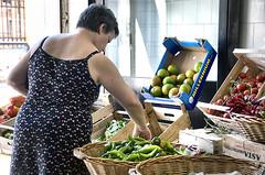 (giuvine eroA) Tags: summer italy woman vegetables fruit estate market le frutta mercato salento puglia lupin vacanze salentu apulia verdura scarpin alessano lpin pinocchi volpin nikond300 lethlpinballplayer giuvineeroa lusulelumareluientuelucaldu fammiunposentseipomidorisontosti puzzett