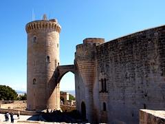 "Castell de Bellver - Palma - Festung • <a style=""font-size:0.8em;"" href=""http://www.flickr.com/photos/87978117@N02/8128497658/"" target=""_blank"">View on Flickr</a>"