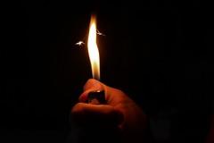 buio fiamma accendino