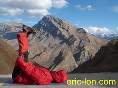 Eric Lon yoga at Demul (12) (Eric Lon) Tags: india cold yoga energy dynamic tibet heat practice souffle himalaya breathe froid warming spiti breathing inde tibetain himalayen chaleur activate respiration ericlon rechauffer demul acriver