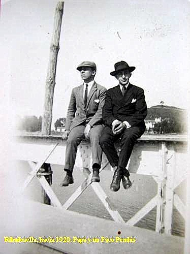 "Francisco Pendás y Juan Laredo. Puente viejo 1920 • <a style=""font-size:0.8em;"" href=""http://www.flickr.com/photos/85451274@N03/8365151800/"" target=""_blank"">View on Flickr</a>"
