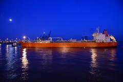 Night arrival DST_6775 (huaphotography) Tags: port ship belgium belgi vessel antwerp tug schelde  antwerpen tanker  sleepboot schip