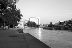 danube_channel_04 (rhomboederrippel) Tags: rhomboederrippel june 2016 fujifilm xe1 austria vienna 2nddistrict 2bezirk danube channel donaukanal evening light sun sunset city building ufer graffiti sonnenuntergang monochrome bw dusk fishing
