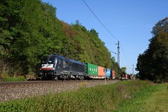 ES 64 U2-069 MRCE-BoxXpress (Daniel Powalka) Tags: wald wiese eisenbahn elok ebersbachfils railroads railways railway rail train trainspotting track trainspotter tree taurus zug photo photographer photos photography photographie panorama plochingen award artland spotting strecke schiene sonne deutschland d750 fotografie foto fotograf fotos flickr filstal filsbahn freighttrain germany gterverkehr gterzug kbs750 loco lokomotiven lokfhrer lokomotive landschaft landscape landschaften boxxpress cargo container verkehr badenwrttemberg br182 nikon nikond750 natur nikkor