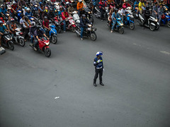 DSCF5928 (manuzirnheld) Tags: bangkok madmax traffic bts fujix20 fujifilm ratchaprasong victorymonument