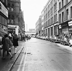 Record tower in Dublin Castle visible, Exchequer Street, Dublin (National Library of Ireland on The Commons) Tags: jamespodea odeaphotographiccollection nationallibraryofireland dublin pinesshop dublincastle recordtower gardamuseum miniskirts longhair headscarves rain umbrellas 1970s exchequerstreet georgesstreet castlehouse cars pimsdepartmentstore southgreatgeorgesstreet revenue centralhotel construction
