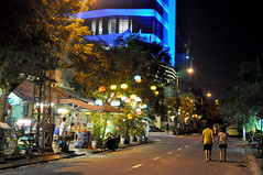 Bright corner (Roving I) Tags: cafes chineselanterns bright hotels avatar lighting nightlife street couples walking tourism travel lifestyle danang vietnam