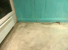 La rupture fut douloureuse (Robert Saucier) Tags: montral montreal qubec mur wall turquoise gris grey plancher floor img0533